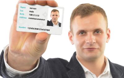 身分証明書と本人が一緒に写っている画像